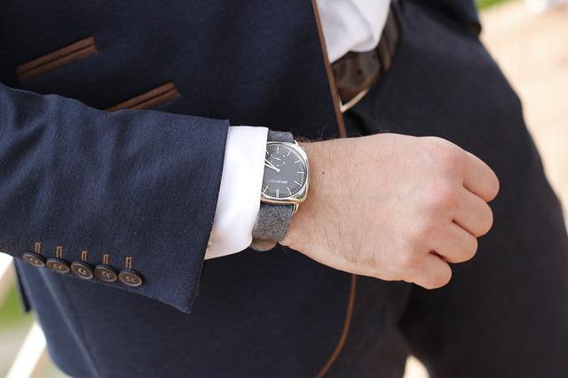 muž, oblek, hodinky