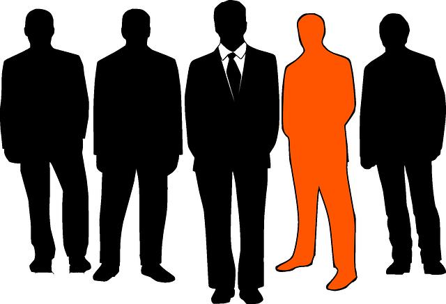 tavé siluety mužů, jedna oranžová