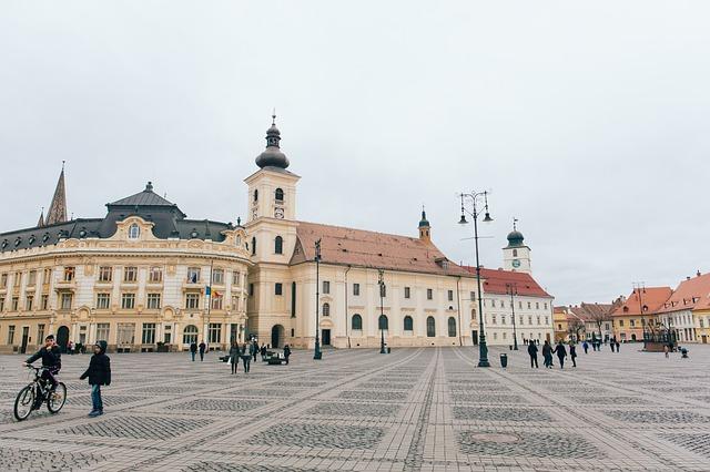 kostel na náměstí.jpg
