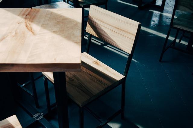 stůl a stolička.jpg