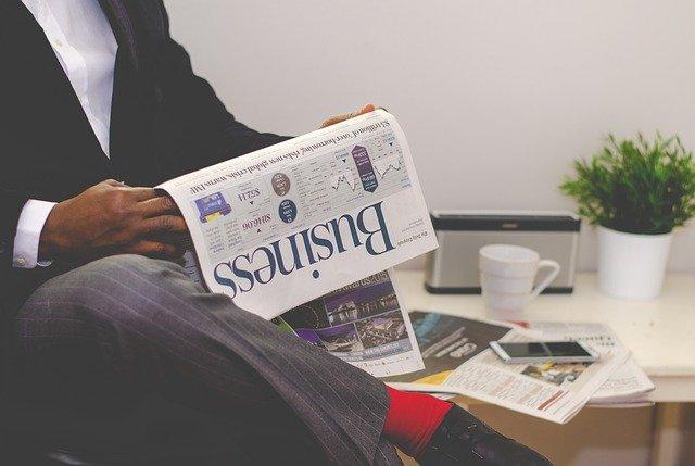 byznysmen a noviny