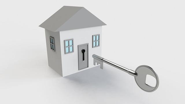 klíč před domem