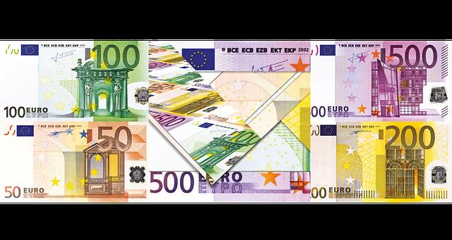 barevné euro bankovky